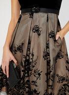 Robe en velours avec jupe fleurie, Noir, hi-res