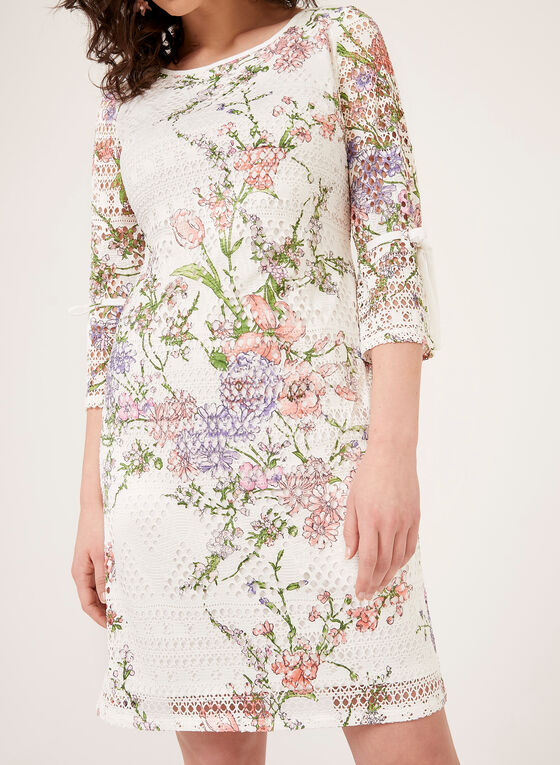 Robe à fleurs en crochet à manches cloche ¾ , Blanc, hi-res