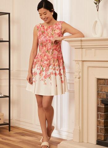 Robe sans manches plissée  à motif floral , Blanc cassé,  printemps été 2021, robe, robe de jour, encolure bateau, sans manches, motif, floral, buste ajusté, plis creux, zip invisible