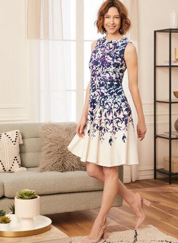 Robe sans manches plissée à motif floral , Blanc cassé,  robe, plis, panneaux, sans manches, fleurs, floral, col arrondi, néoprène, printemps été 2021