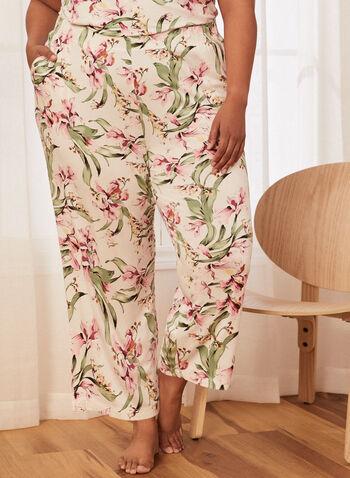 Pantalon de pyjama à motif floral, Blanc,  pantalon, jambe large, court, à enfiler, pull-on, floral, motif, fleurs, fleuri, pyjama, imprimé, poches, élastique, printemps été 2021