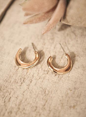 Boucles d'oreilles à anneau géométrique, Beige,  automne 2021, accessoires, bijoux, bijou, boucles d'oreilles, modèle sur tige, anneau en C, géométrique, couleur dorée, détail, insertion en résine, époxy
