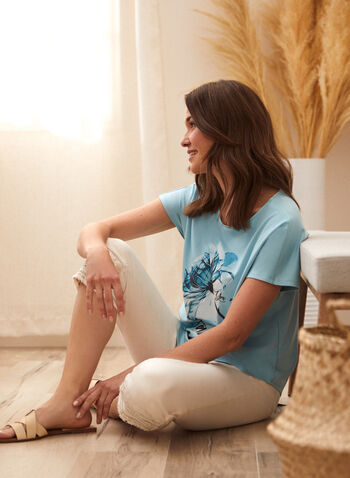T-shirt à imprimé fleur et écriture, Bleu,  t-shirt, haut, fait au canada, encolure arrondie, manches courtes, épaules tombantes, imprimé fleur et écriture, ourlet arrondi, printemps été 2021