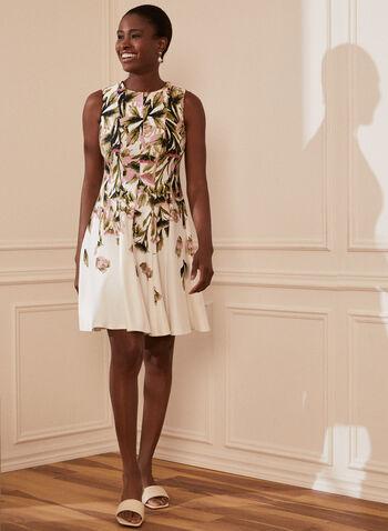Robe évasée à motif floral, Blanc,  robe, encolure arrondie, sans manches, ajustée, évasée, floral, fleuri, printemps été 2021