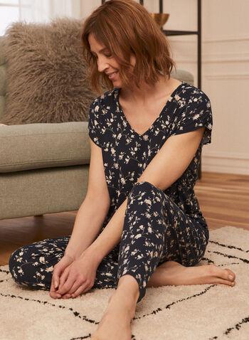 Ensemble pyjama à imprimé floral, Blanc,  pyjama, ensemble, 2 pièces, floral, motif, imprimé, manche courte, col V, encolure V, pull-on, à enfiler, pantalon, fait au Canada, printemps été 2021