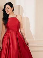 Robe de bal satinée bouffante, Rouge
