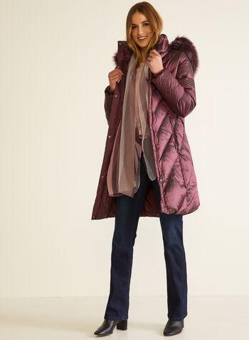 Manteau iridescent en duvet mélangé, Rouge,  automne hiver 2020, manteau, manteau d'hiver, duvet, matelassé, capuchon, fausse fourrure, zip, fermeture à glissière, poches, hydrofuge, chevrons, matelassage, plumes