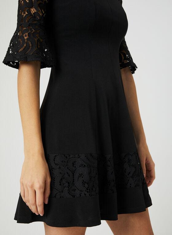 Robe ajustée et évasée à détails dentelle, Noir