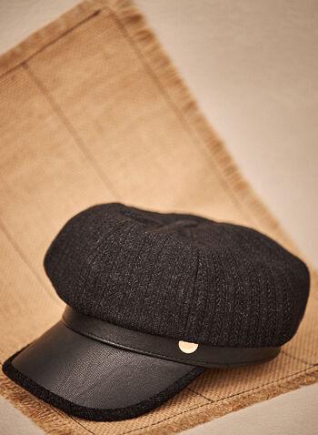 Casquette en tricot avec visière en similicuir, Noir,  accessoires, casquette, chapeau, visière, similicuir, faux cuir, écusson, couleur dorée, tricot, automne hiver 2021
