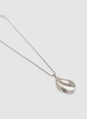 Collier long à pendentif de métal martelé , Argent, hi-res,  maille serpent, chaîne, automne hiver 2019