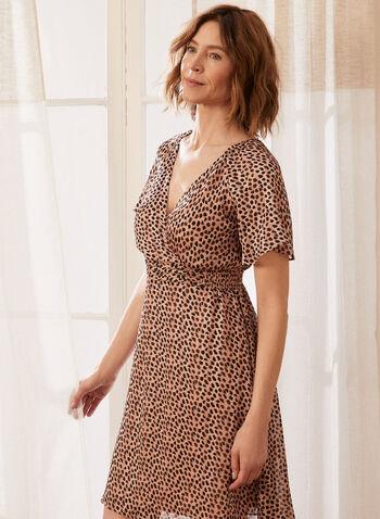 Robe cache-cœur à motif léopard, Beige,  robe, robe de jour, motif léopard, imprimé, manches courtes, encolure V, col V, cache-coeur, ajustée, évasée, smockée, taille élastique, mousseline, printemps été 2021