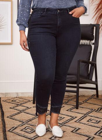 Joseph Ribkoff - Jean à jambe étroite à ourlet effiloché, Bleu,  jeans, exclusivité en ligne, jambe étroite, poches, ganses pour ceinture, détails, cristaux, ourlet irrégulier effiloché, denim extensible, automne hiver 2021, joseph ribkoff, pantalons, bas