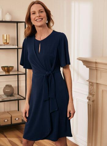 Robe de jour à détail noué, Bleu,  robe, trou de serrure, crêpe, tricoté, manches larges aux coudes, col rond, noeud, fait au Canada, printemps été 2021