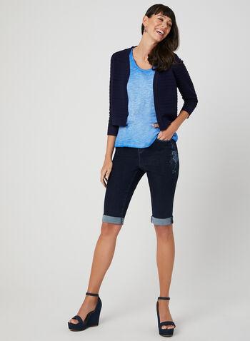 Short en jean avec broderies florales, Bleu, hi-res,  5 poches, bordures contrastantes, coupe moderne, printemps 2019