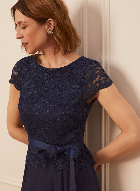 Robe à dentelle brillante et ruban, Bleu