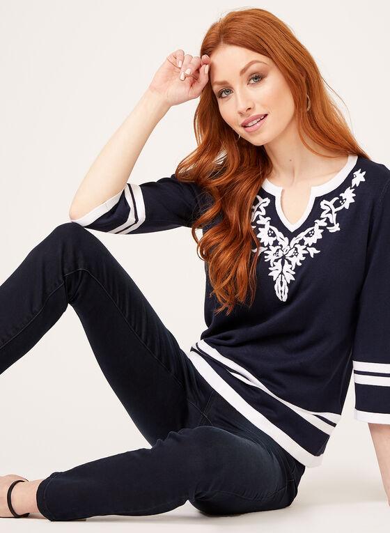 Pull tricot à broderies et rayures contrastantes, Bleu, hi-res