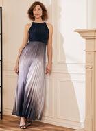 Robe à col cléopâtre et jupe plissée, Bleu