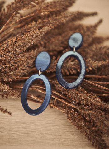 Boucles d'oreilles à pendentif anneau, Bleu,  accessoires, bijoux, boucles d'oreilles, 2 étages, pendentif, forme d'anneau, sur tige, résine, automne hiver 2021