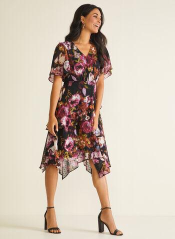 Robe fleurie à volants et ourlet édenté, Noir,  robe de jour, fleurs, manches courtes, volants, plumetis, col v, printemps été 2020