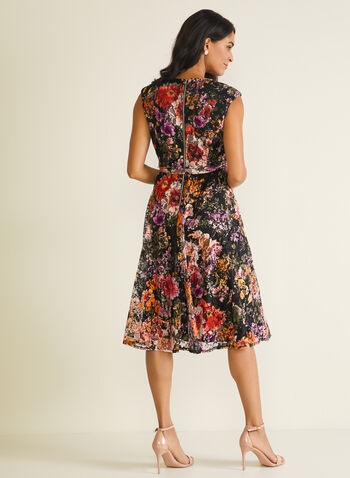 Robe fleurie en dentelle, Noir,  robe cocktail, dentelle, sans manches, fleurs, ceinture, printemps été 2020