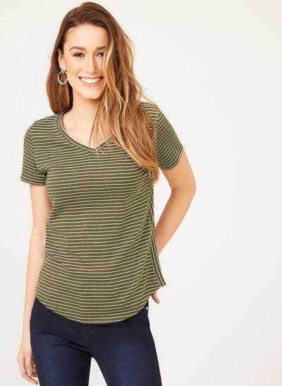 T-shirt à rayures et col V