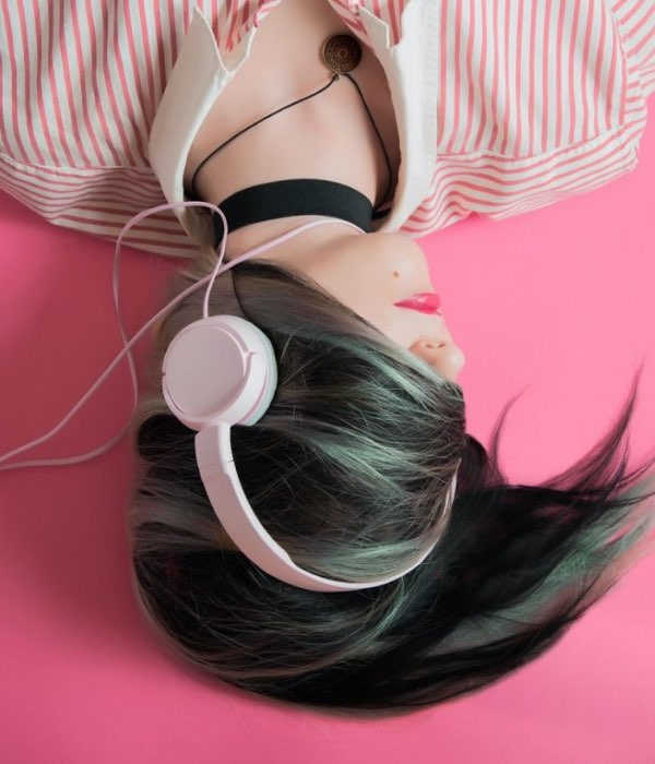 5 Inspiring & Fascinating Podcasts to Get Hooked On